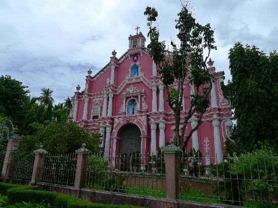 Villa Escudero Resort: This church-like building housed the Escudero museum
