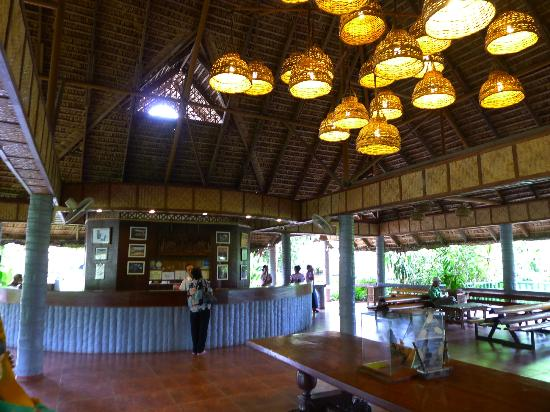 Villa Escudero Resort: Reception area