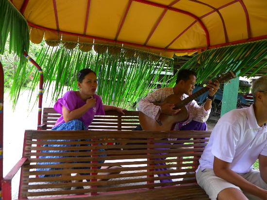 Villa Escudero Resort: Serenade during the water buffalo carriage ride