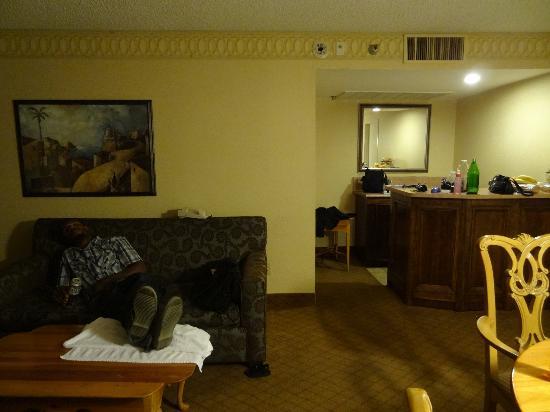 Vanllee Hotel and Suites: bar