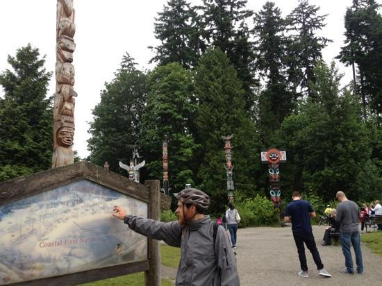 Spokes Bicycle Rentals: Dan showing us the totem pole's in Stanely park