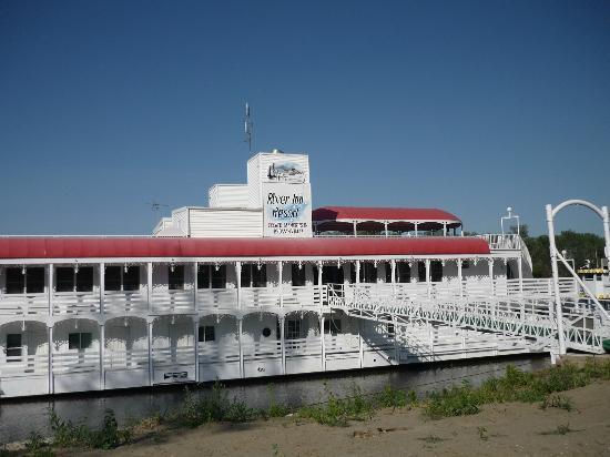 River Inn Resort: River Inn entrance