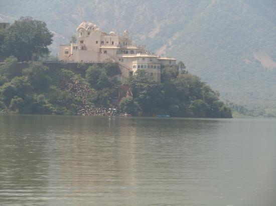 Amrit Resort: Silserh Lake fort