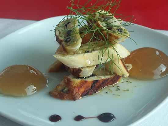 Restaurante Nau dos Corvos: chef's appetizer sent to us for free - delicious and beautifully prepared