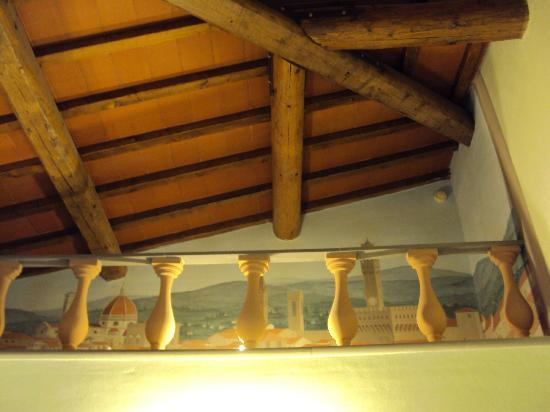 Hotel Rosary Garden: Beamed ceiling and fresco detail