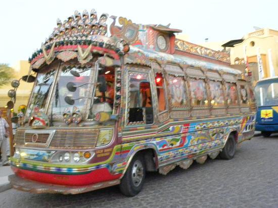 Three Corners Rihana Resort : bus voor het avond diner in de haven van El Gouna (uitstapje)