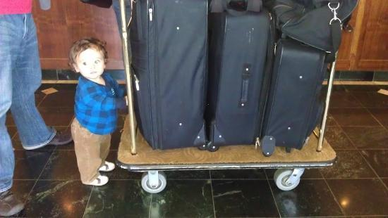 Oxford Suites Portland - Jantzen Beach: My grandson loved the luggage carts