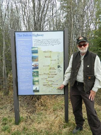 1st Alaska Tours: Bill explaining about the Dalton Highway