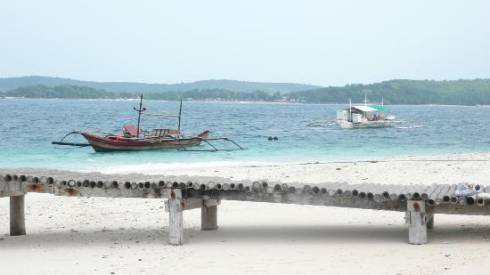Mangenguey Island: beach and boats