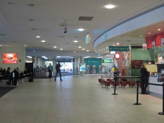 Hungry Jacks Newcastle Airport: Corridor outside the Hungry Jacks