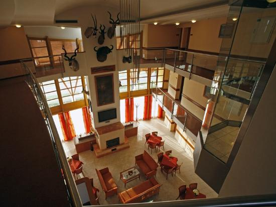 Hertelendy House: Lobby