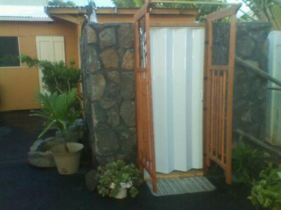 Moped City Maui Bed & Wheels: out side shower