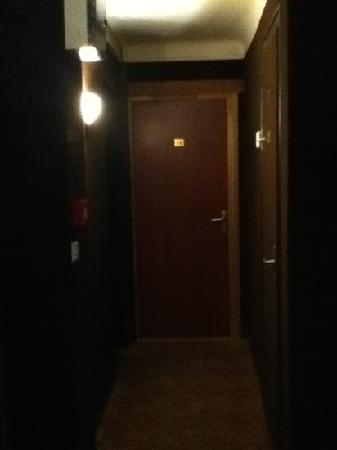 Hotel Le Cambronne : dingy corridor in a hotel left unattended by staff so that you need a code to get in downstairs