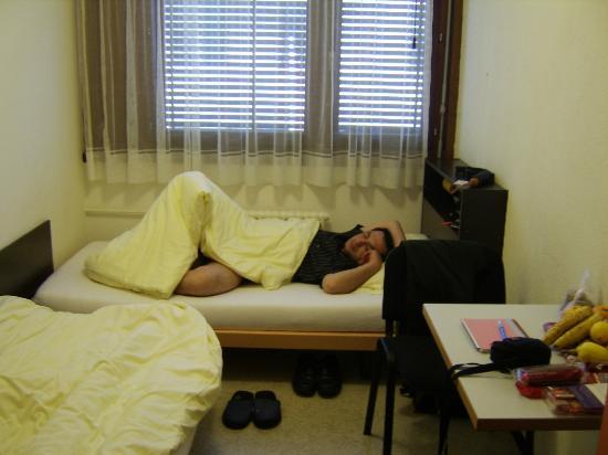City Hostel Geneva: the room