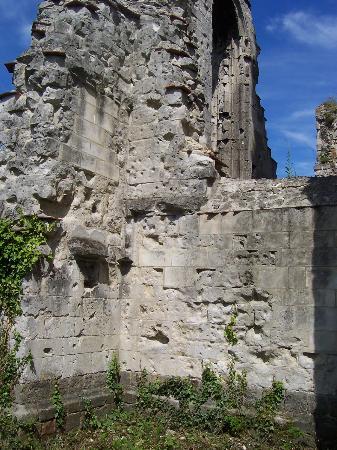 Ruines de l'Eglise d'Ablain-Saint-Nazaire: Impacts d'obus