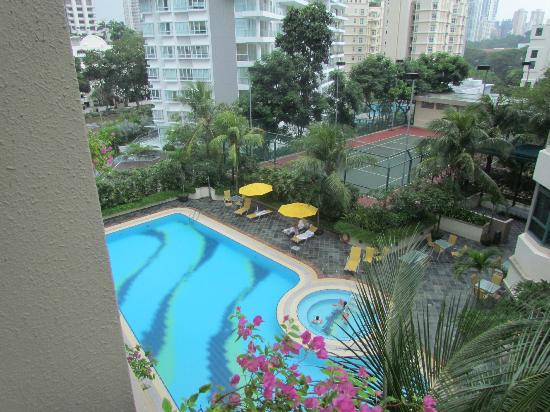 Le Grove Serviced Apartments: pool