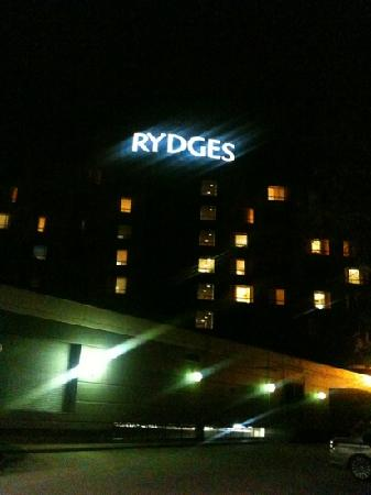 Rydges Parramatta: Outside at night