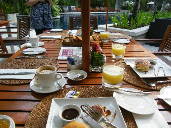The Chava Resort: Breakfast by the pool