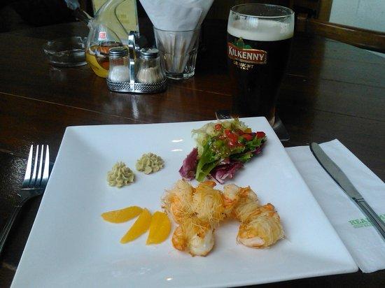 Healy Mac's Irish Bar & Restaurant : Prawns entree (+ Kilkenny!)