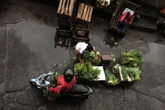 Pasar Badung: bargain for fresh veggies