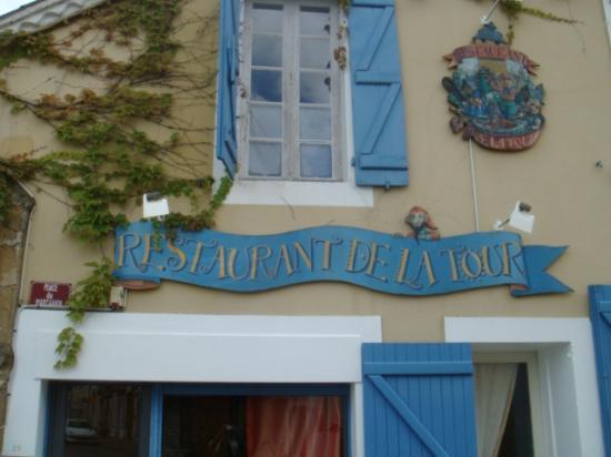 Restaurant de la Tour: L'entrée est située sur le côté
