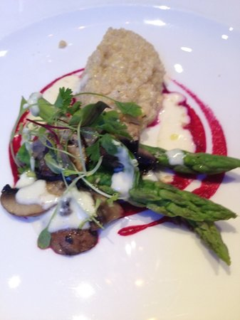 Vertigo Restaurant & Bar : asparagus with buckseed