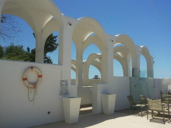 Sinbad Hotel Bar : entrance to the beach from the hotel
