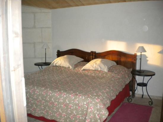 Mas de la Croix d'Arles : bedroom farmhouse