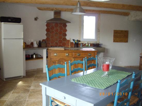 Mas de la Croix d'Arles : Farmhouse kitchen