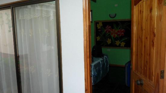 Hotel Orongo: vista exterior de nuestra segunda habitación