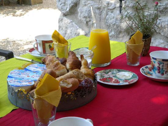 Mas de la Croix d'Arles: Breakfast
