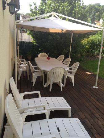 Les Molyneux: Very comfortable outside area