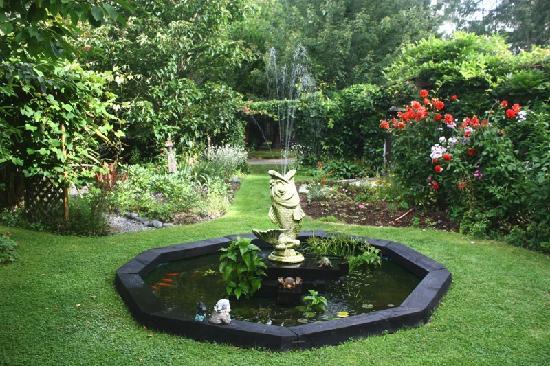 Aultmore Hollow: Gardens