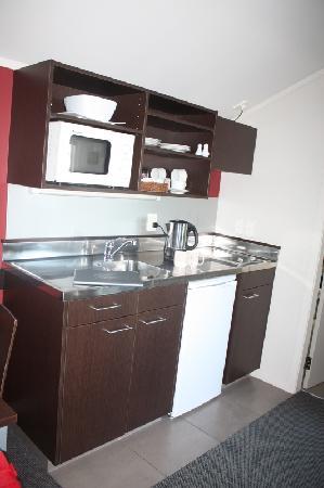 Arena Lodge: Kitchen area