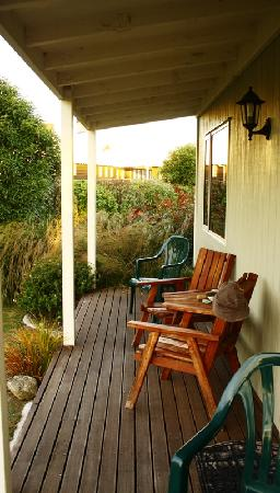 Kaikoura Cottage Motels: Balcony area