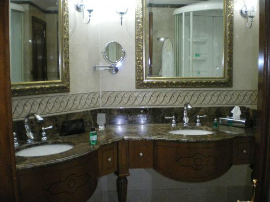 The Central Palace Hotel: bonito baño