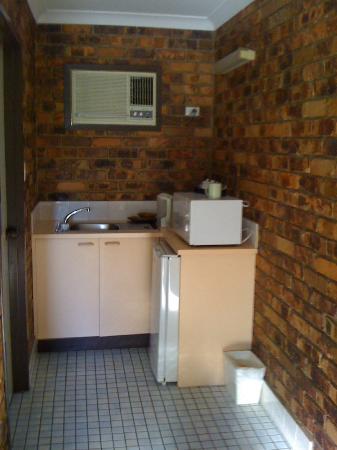 Annalee Motel: Kitchenette