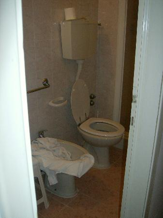 Hotel Giovanna: bagno camera 1