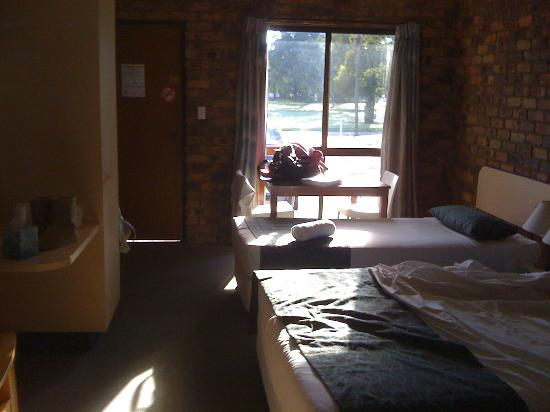 Annalee Motel: Warming winter sun coming into room