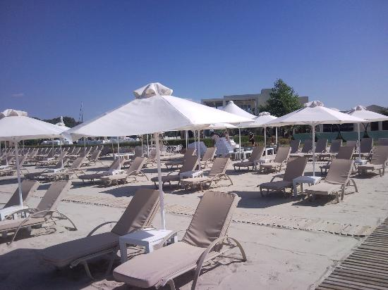 Porto Sani: privat beach with service