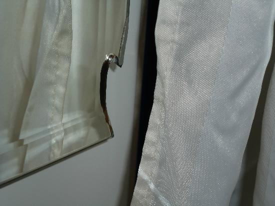 Loginn Hotel: nochmal Spiegel beschädigt