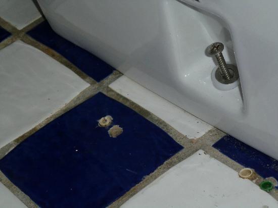 Loginn Hotel: WC wackelt!