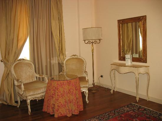 Hotel Terme Neroniane: Coin de notre chambre