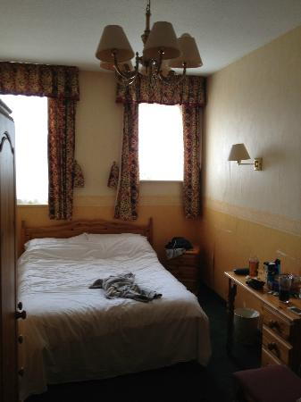The Bay Hotel: bedroom