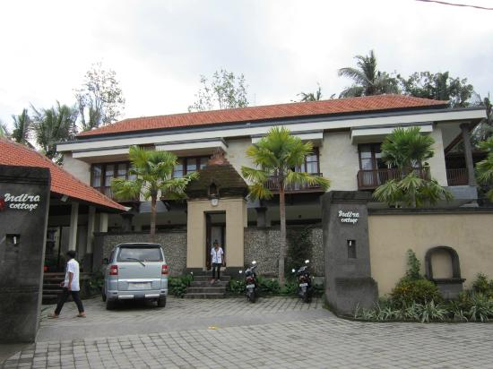 Indira Cottage: facade
