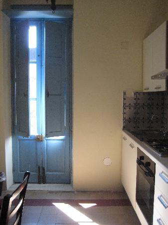Casa Cuseni B&B: Picasso kitchen/diner