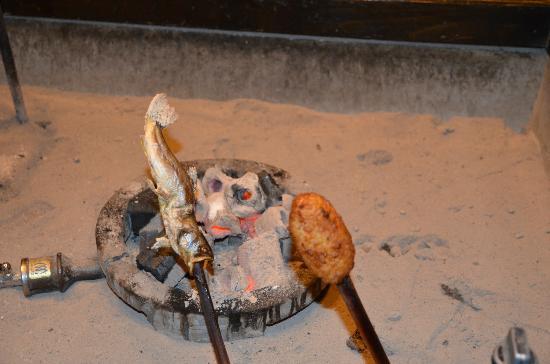 Yumoto Choza: 囲炉裏で焼いた、岩魚と五平餅