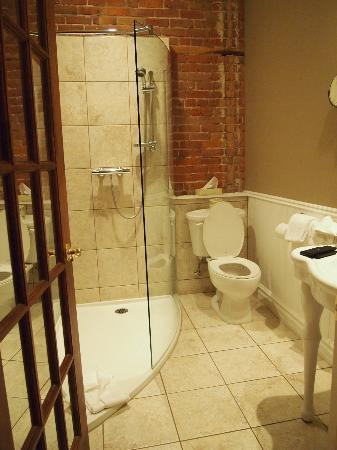 Le Grande-Allee Hotel and Suites : Super belle salle de bain!