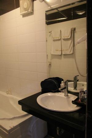Asia Paradise Hotel : Bathroom