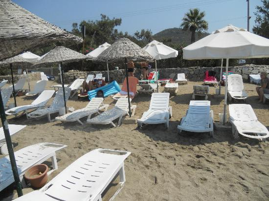 Luana Hotels Santa Maria : Few minutes after the beach boy made good order and before romanien guests comming :)